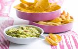Pragmatiques dips de soufflés et tortillas, guacamole mangue /avocat