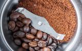 Café en grains versus café moulu : lequel choisir ?