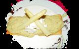 Velouté d'asperges, sablé au parmesan, sauce ricotta