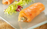 Mesclun de salades, saumon à la Russe et Fourme d'Ambert