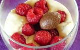 Mousse au chocolat blanc, spéculoos et framboises