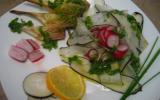 Salade détox légumes primeurs et vinaigrette aux fanes