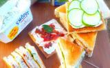 Club Sandwich Harrys au St Môret®, zaatar et poulet à la mélasse de grenade