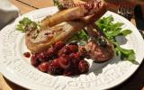 Côtes d'agneau grillées au thym, condiment de cerises