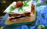 Millefeuille de joues de porc braisées aux châtaignes et au cidre, sauce crémeuse au foie gras