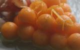 Grappe de melon saphir marinée au miel et au citron vert, copeaux de Jambon de Bayonne