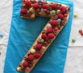 Number Cake aux deux chocolats, framboises & smarties