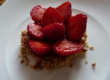 Tarte fraise-rhubarbe au muesli
