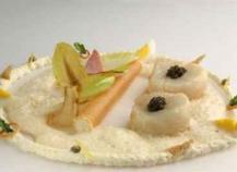 Noix de Saint-Jacques et caviar et endives au jambon de Reims