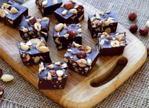 Carrés au chocolat, Nutella et fruits secs