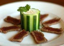 Tataki de boeuf et son sésame de concombre au raifort