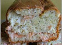 Cake au saumon, citron, pavot et son velouté à la ciboulette