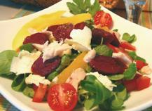 Salade de Gésiers de Canard maigre confits, vinaigrette tiède aux agrumes et pignons de pins torréfiés