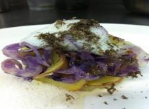 Acrasée de pomme ratte au vacherin et truffe des claparèdes patate comme une tartiff à la vapeur de vin blanc