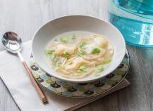 Ravioles de crevettes en bouillon thaï