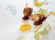Le filet de pintade des Roualdès poêlé, maïs cassés, un jus lié aux amandes douces et amères