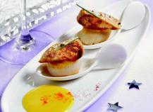 Poêlées de noix de St Jacques au foie gras sur crème de giraumon safranée