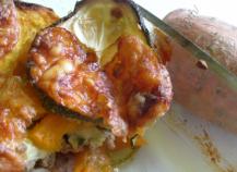 Gratin de courgettes, patates douces et viande hachée