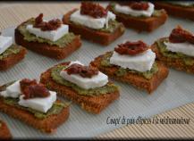 Canapé de pain d'épices à la méditerranéenne
