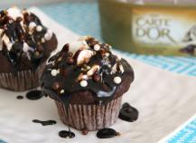 """Cupcakes Chocolat et cœur Crème glacée Carte d""""Or Façon Glacier Saveur Dame Blanche"""