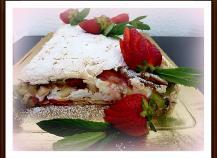 Biscuit meringué fraises, kiwis, lemon curd, chantilly