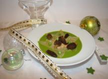 Etoile de raviole au foie gras et morilles sur velouté de petits pois frais