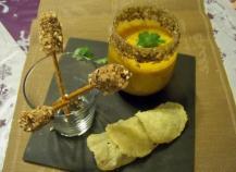Verrine de crème de potiron, mini-brochettes de foie gras et craquelin de parmesan