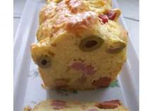 Cake aux olives et jambon