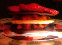 Mille-feuille de trois chocolats au tartare de fenouil et fraises