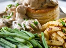 Bouchées à la Reine, au poulet, champignons et  Bresse Bleu