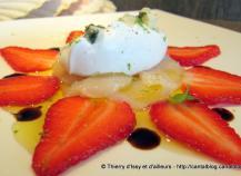 Saint-Jacques et fraises en carpaccio, chantilly légère au roquefort