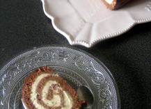 Bûche roulée au chocolat, crème légère saveur pain d'épices