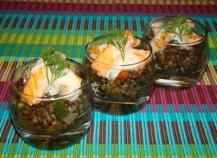 Verrine de lentilles vertes du Puy, émincé de saumon grillé mi-cuit, émulsion d'aneth