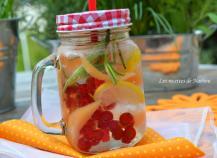 Eau aromatisée au melon, groseilles rouges et citron (Detox water)