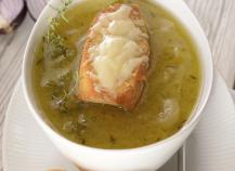 Soupe à l'oignon au Saint Albray et ses tartines