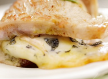 """Picatta de veau aux olives vertes et à la Fourme d""""Ambert"""