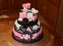 Gâteau rose blanc et noir