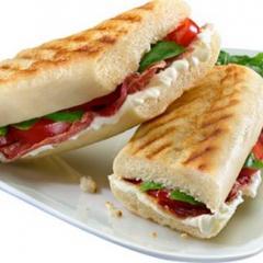 Panini Au Jambon Italien Et Aux Tomates