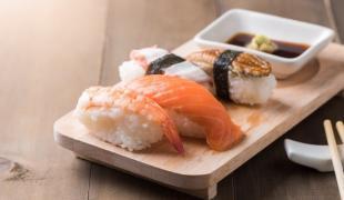 Halte au mélange wasabi/sauce soja pour les sushis et les makis