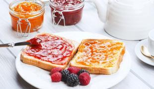 Beurre, confiture, miel, oléagineux ou pâte à tartiner : que faut-il mettre sur mes tartines au petit-déjeuner ?