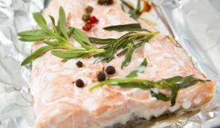 Comment réussir la cuisson du saumon en papillote ?