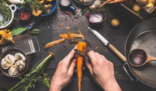 Ne jetez plus vos épluchures de légumes racines !