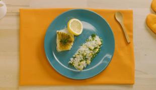 Cabillaud au curry et riz aux légumes verts