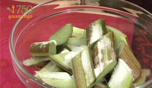 Préparer de la rhubarbe