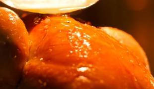 Faut-il vraiment arroser les volailles durant la cuisson ?