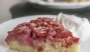 De saison : 5 gâteaux à se dépêcher de préparer avec la rhubarbe