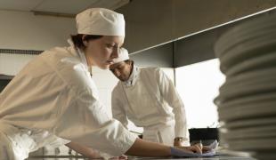 SOS bactéries : on ne rigole pas avec l'hygiène en cuisine