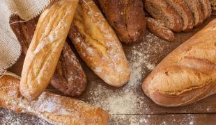 Au levain, complet, tradition… Comment bien choisir son pain ?