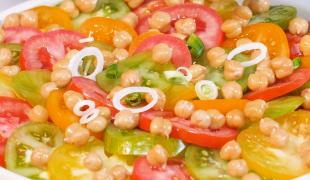 Salade de tomates : 3 versions à tester