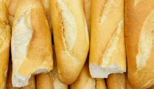 Comment ramollir du pain dur ?